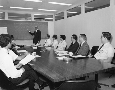 Warfield Leads a Meeting at Battelle